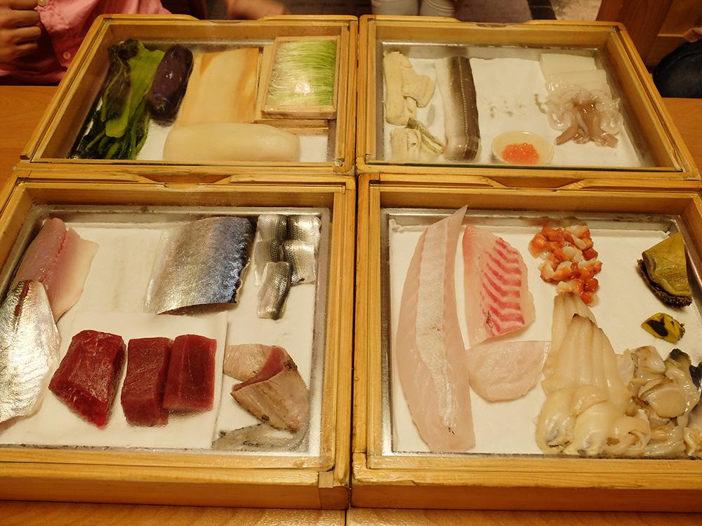 présentation des poissons pour les sushis