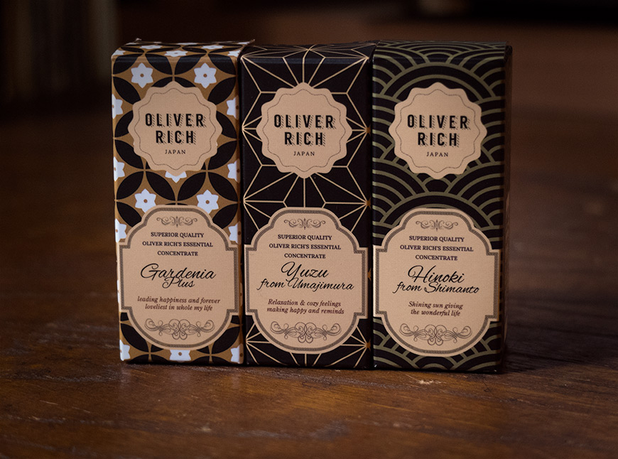 Boîtes en carton des huiles essentielles Oliver Rich Japan avec des motifs japonais traditionnels