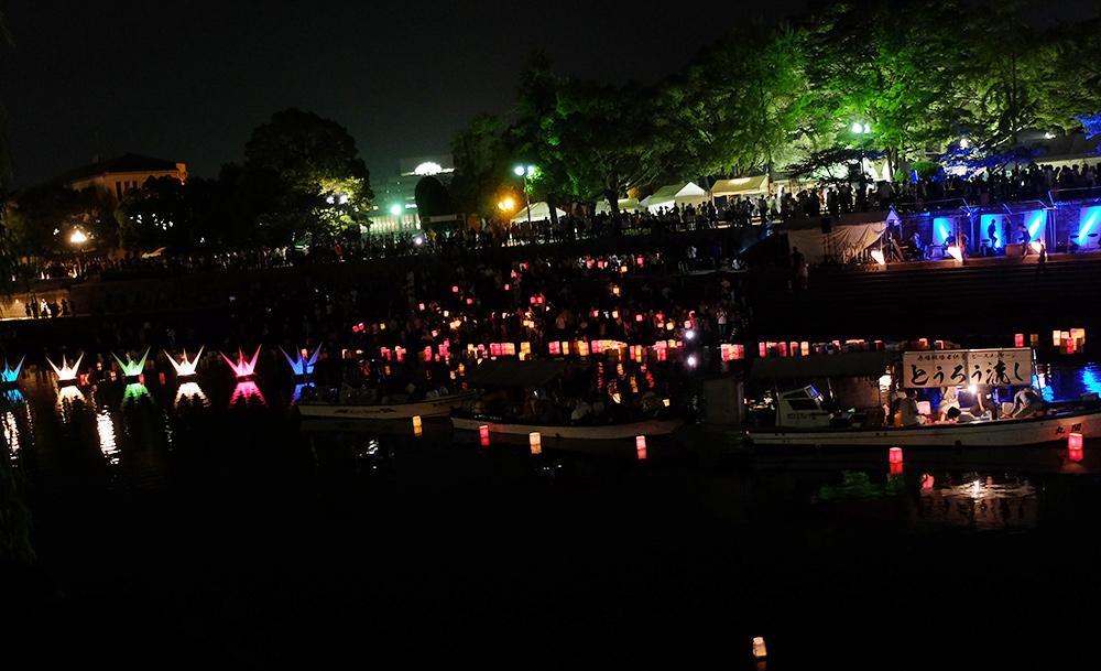 Festivités et lanternes sur la rivière Motoyasugawa, Hiroshima 6 Août