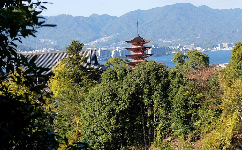 La pagode à 5 étage vue depuis le chemin menant au Parc Momijidani