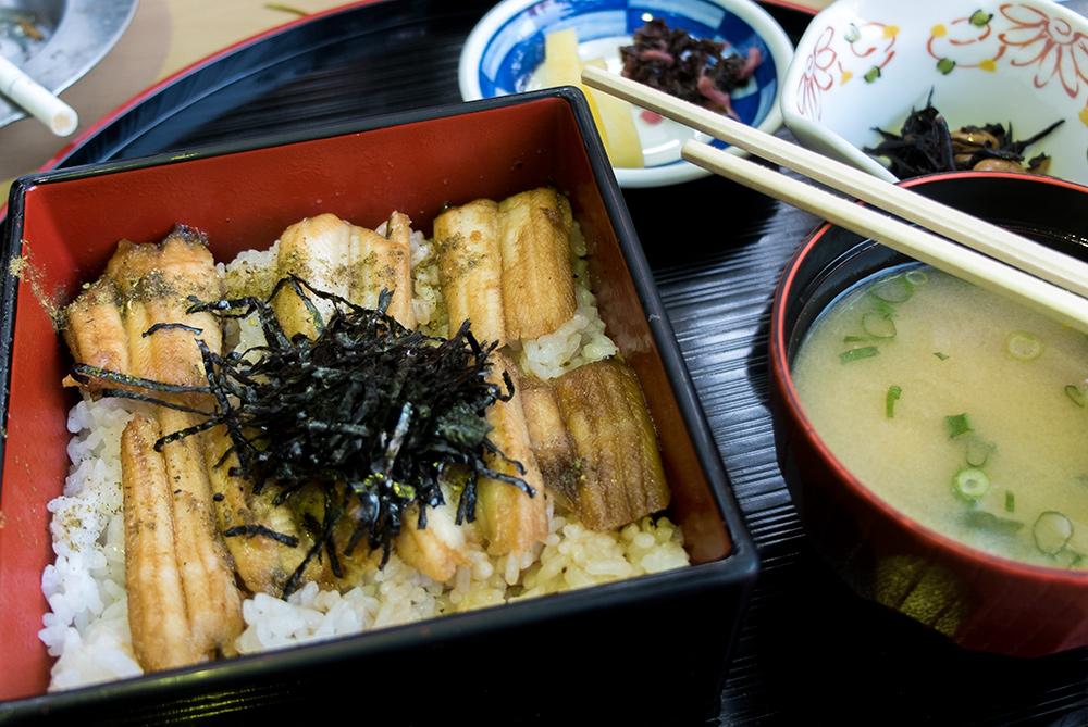 Anago-meshi (congre sur lit de riz), spécialité de Miyajima