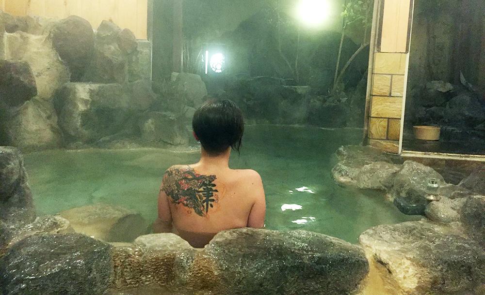 en train de bouillir dans le onsen