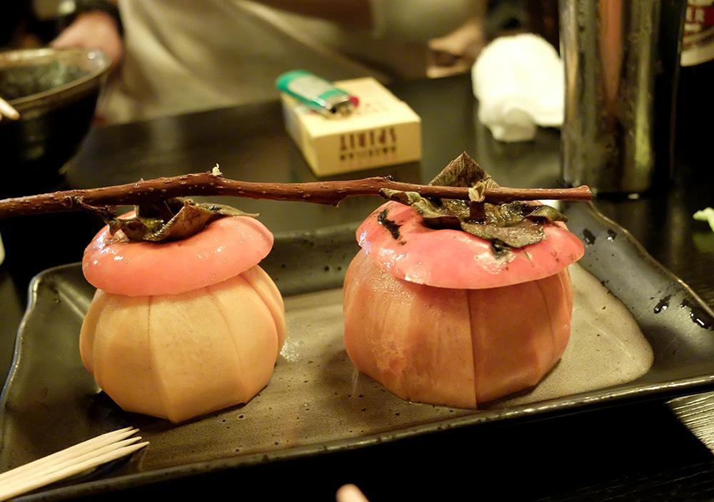 En dessert, des kakis joliment présentés
