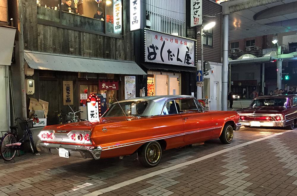 Défilé de voitures vintages du samedi soir à Hiroshima