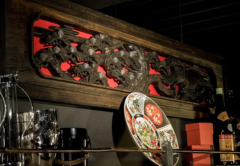 Décoration en bois sculpté, izakaya Aitsuki あい月 Hiroshima