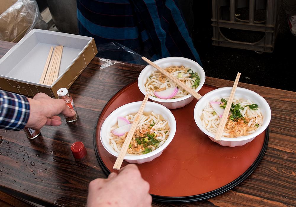 Bols de udon au matsuri de la brasserie de saké Miwa Sakura, Hiroshima