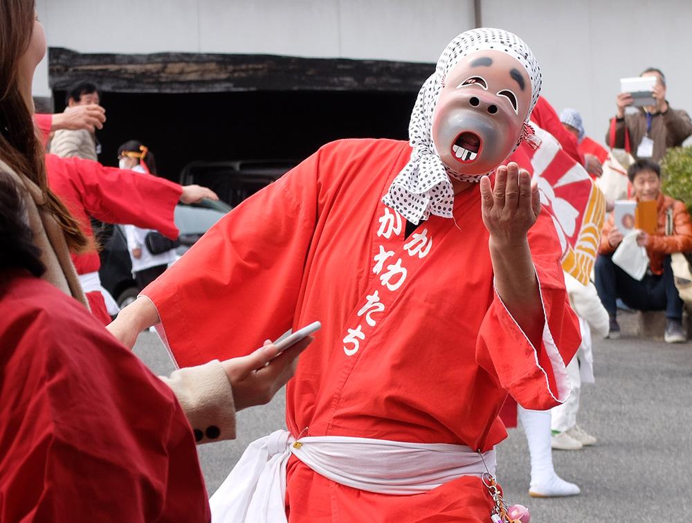 Danse des hyottoko à la brasserie de saké Miwa Sakura, Hiroshima