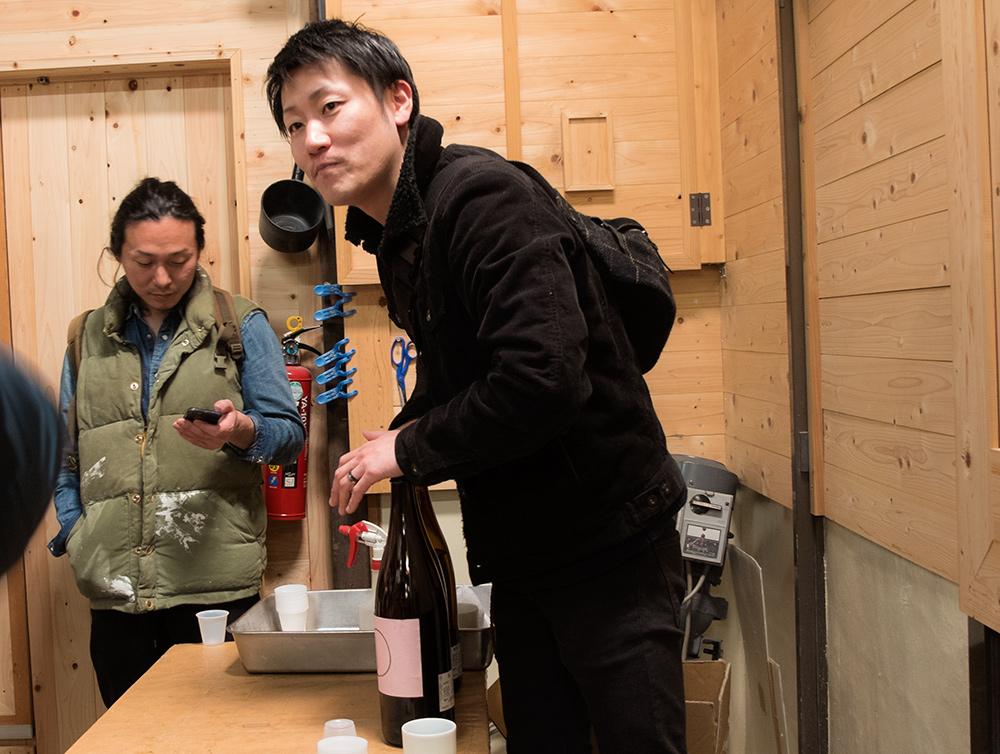 dégustation de saké dans la brasserie de saké Miwa Sakura, Hiroshima