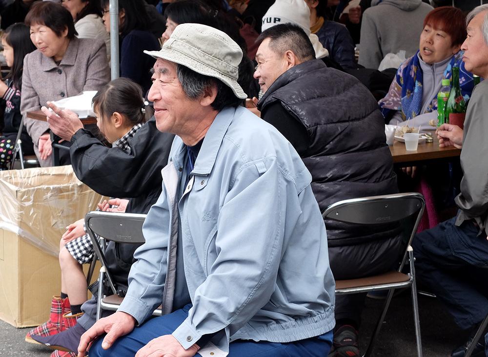 Vieil homme au matsuri de la brasserie de saké Miwa Sakura, Hiroshima