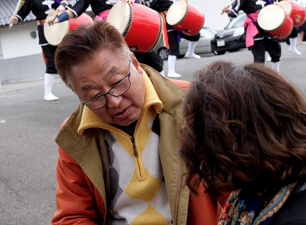 pépé Tanaka avec une jeune française