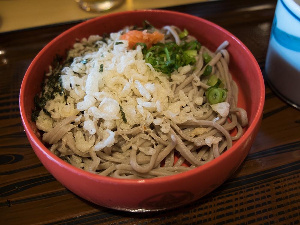 izumo soba aux tenkasu (天かす), pâte de tempura