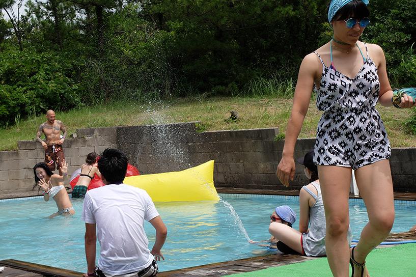Pool Party à Regolith, Hamada