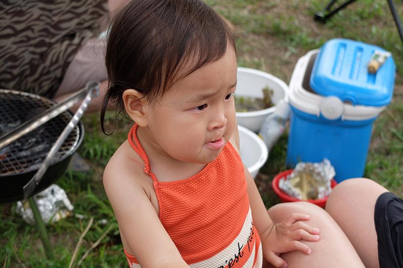 petite fille japonaise en colère
