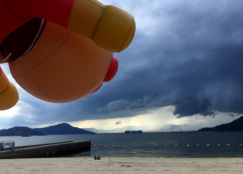 Ampanman sur la plage Hiroshima