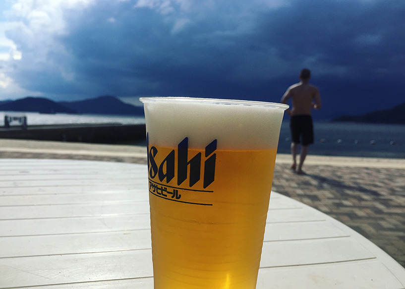 Bière Asahi sur la plage de Saka bayside beach