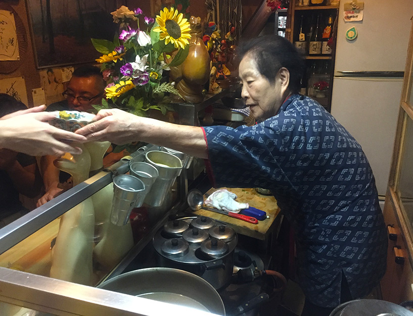 La mamie du restaurant Kazu