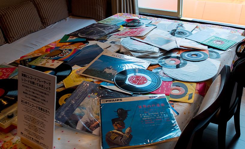 Exposition de pochettes de vinyles des habitants de Yokogawa