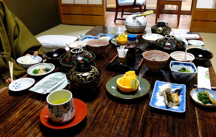 petit déjeuner dans la chambre de ryokan