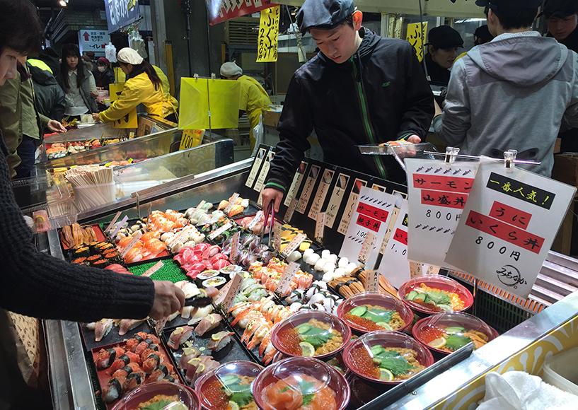 stand de sushi au marché de Karato, Shimonoseki