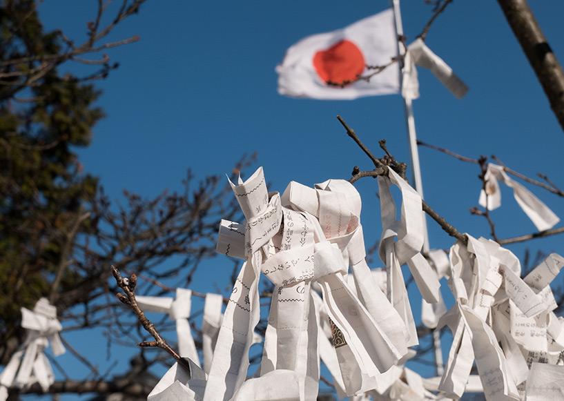 omikuji et drapeau japonais