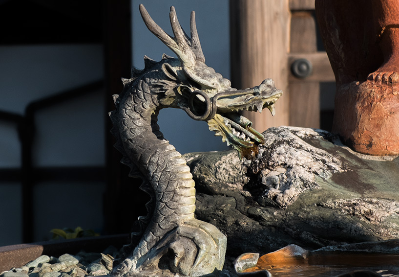 Statue de dragon temple bouddhiste Japon