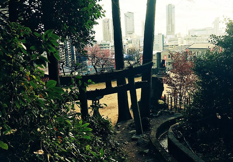 torii de pierre au sanctuaire Onaga Tenmangu, Hiroshima