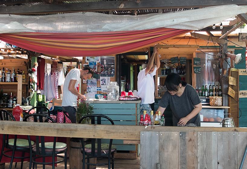 Bar extérieur du Etta Jazz Café, Etajima