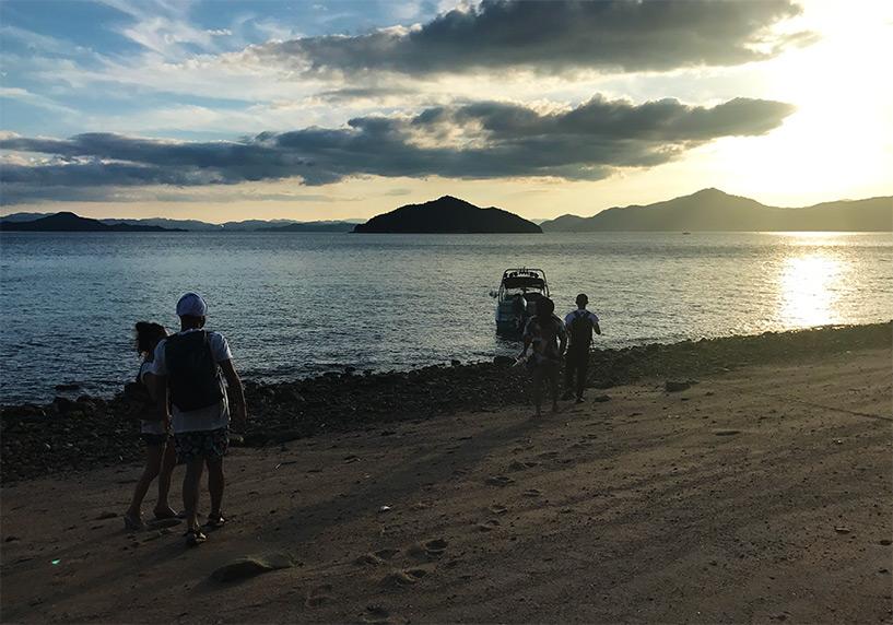 plage et bateau sur Etajima, mer intérieure de Seto