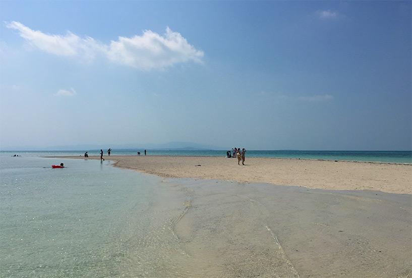 îlot de sable en pleine mer, Kondoi Beach, Taketomi-jima, Okinawa, Japon