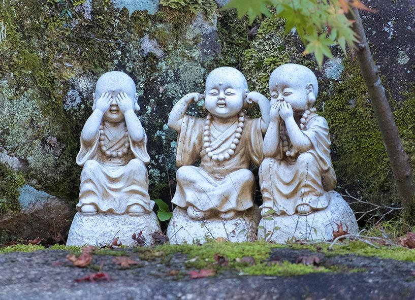 3 statues Miyajima