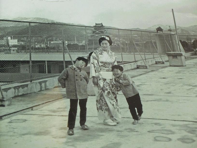Marché couvert et espace expo de la cité Motomachi, Hiroshima (vieille photo kimono)