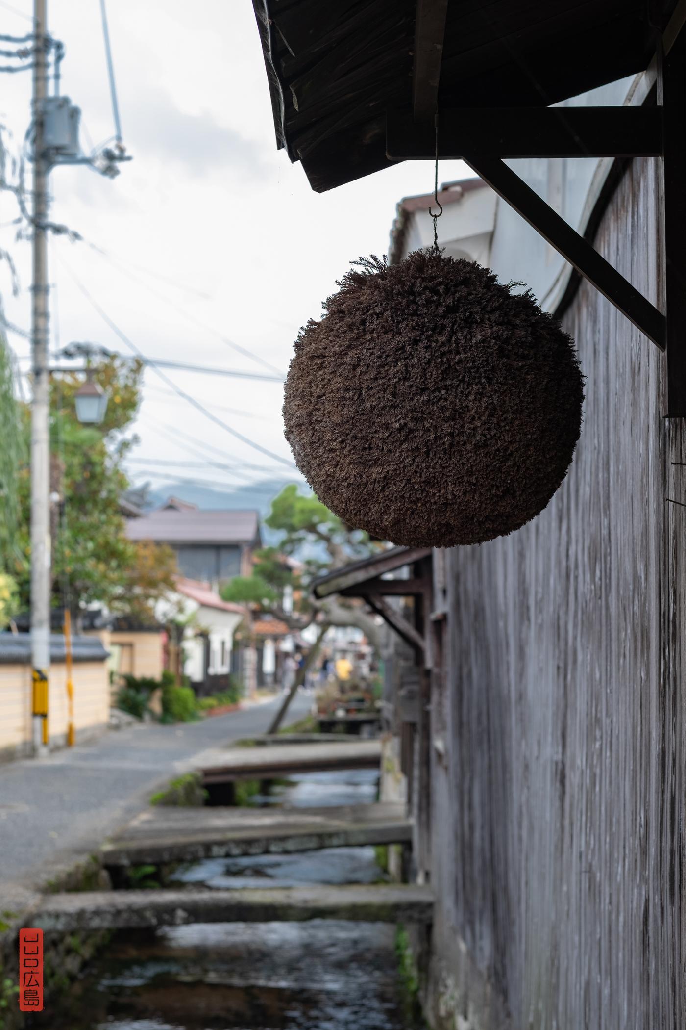 杉玉 (sugidama - boule de branches de cèdre)