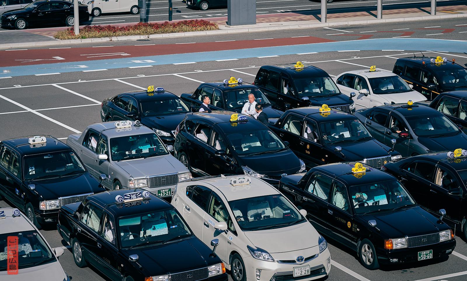 Chauffeurs de taxi japonais, gare d'Hiroshima