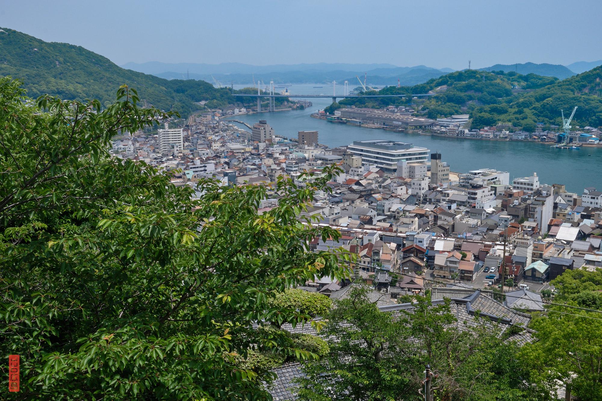 Vue sur Onomichi et le pont