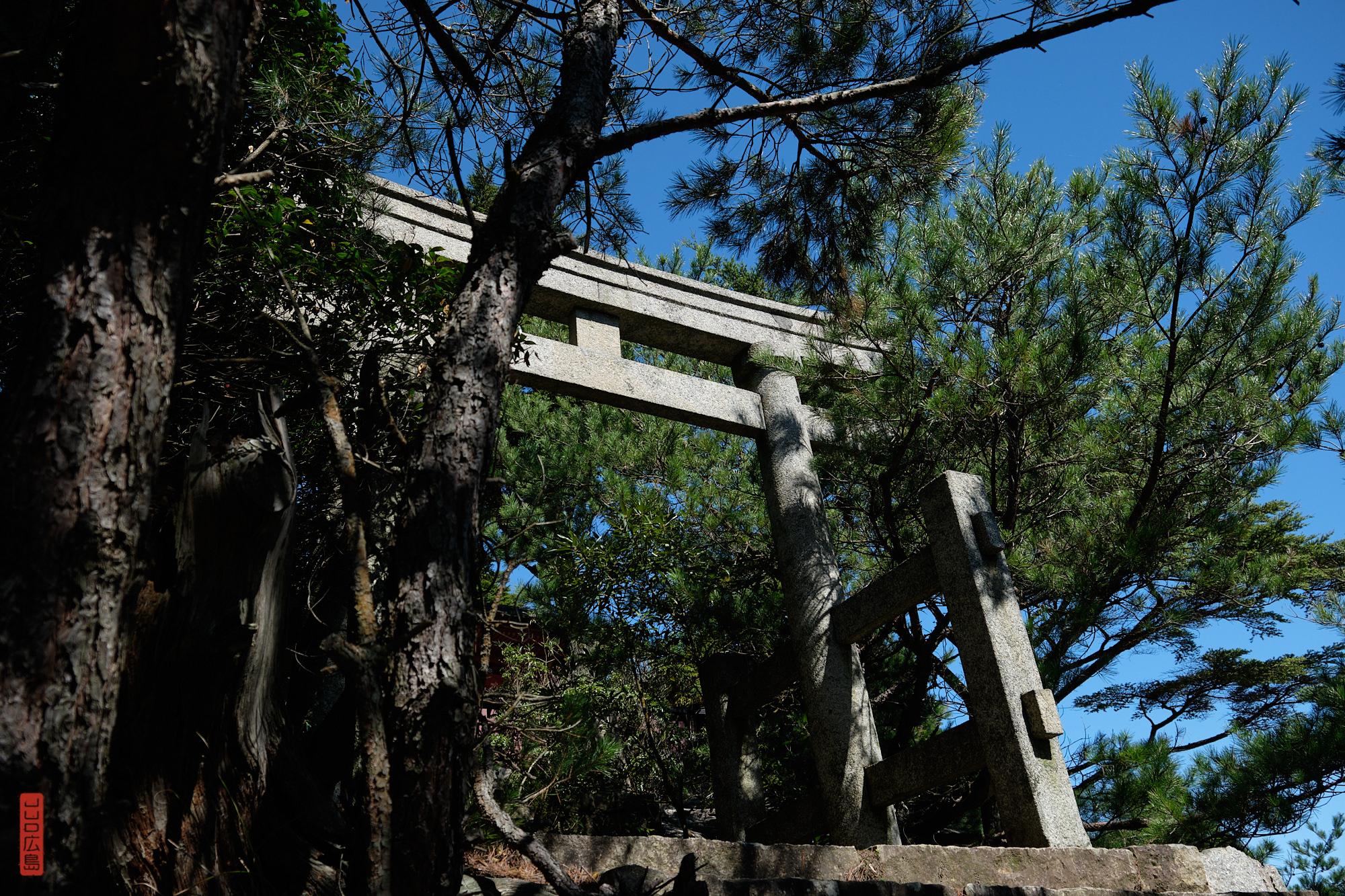 Torii de pierre du sanctuaire Miyama, Mont Misen
