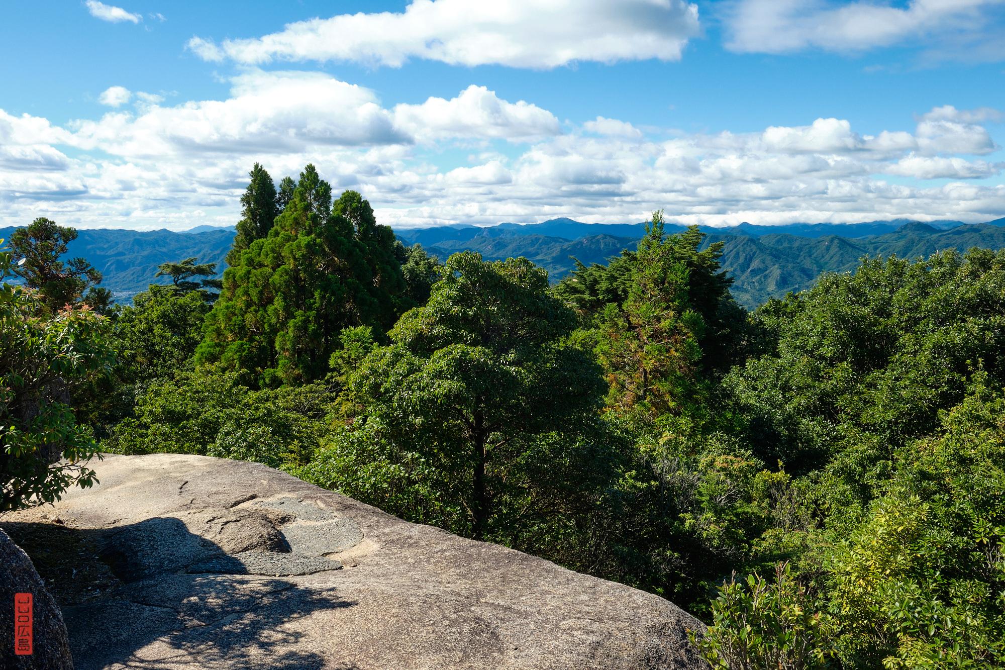 Vue sur les Monts Chugoku depuis le sommet du Mont Misen
