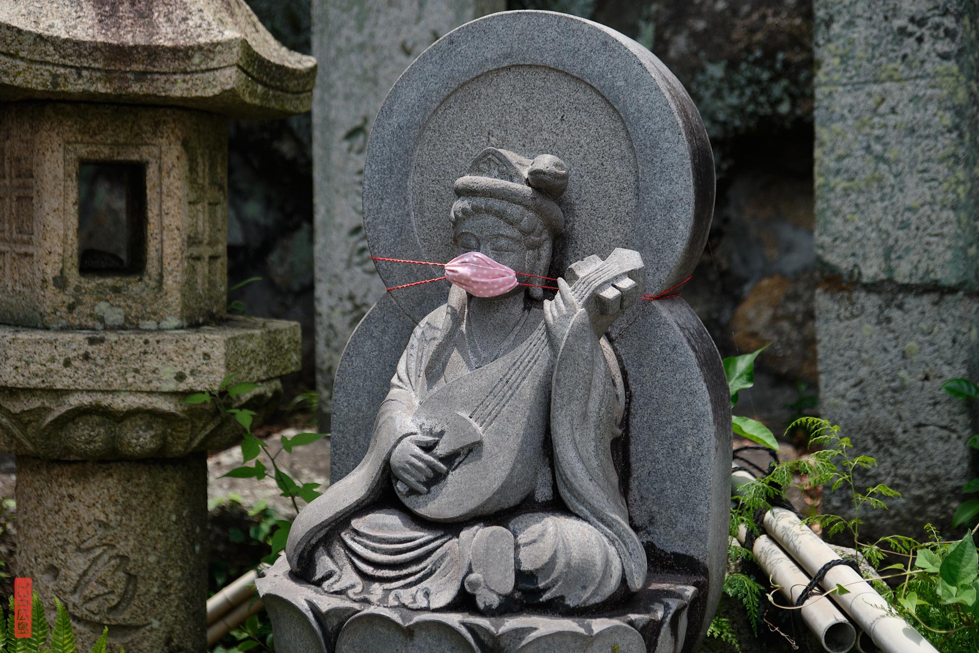 stqtuette bouddhique masquée