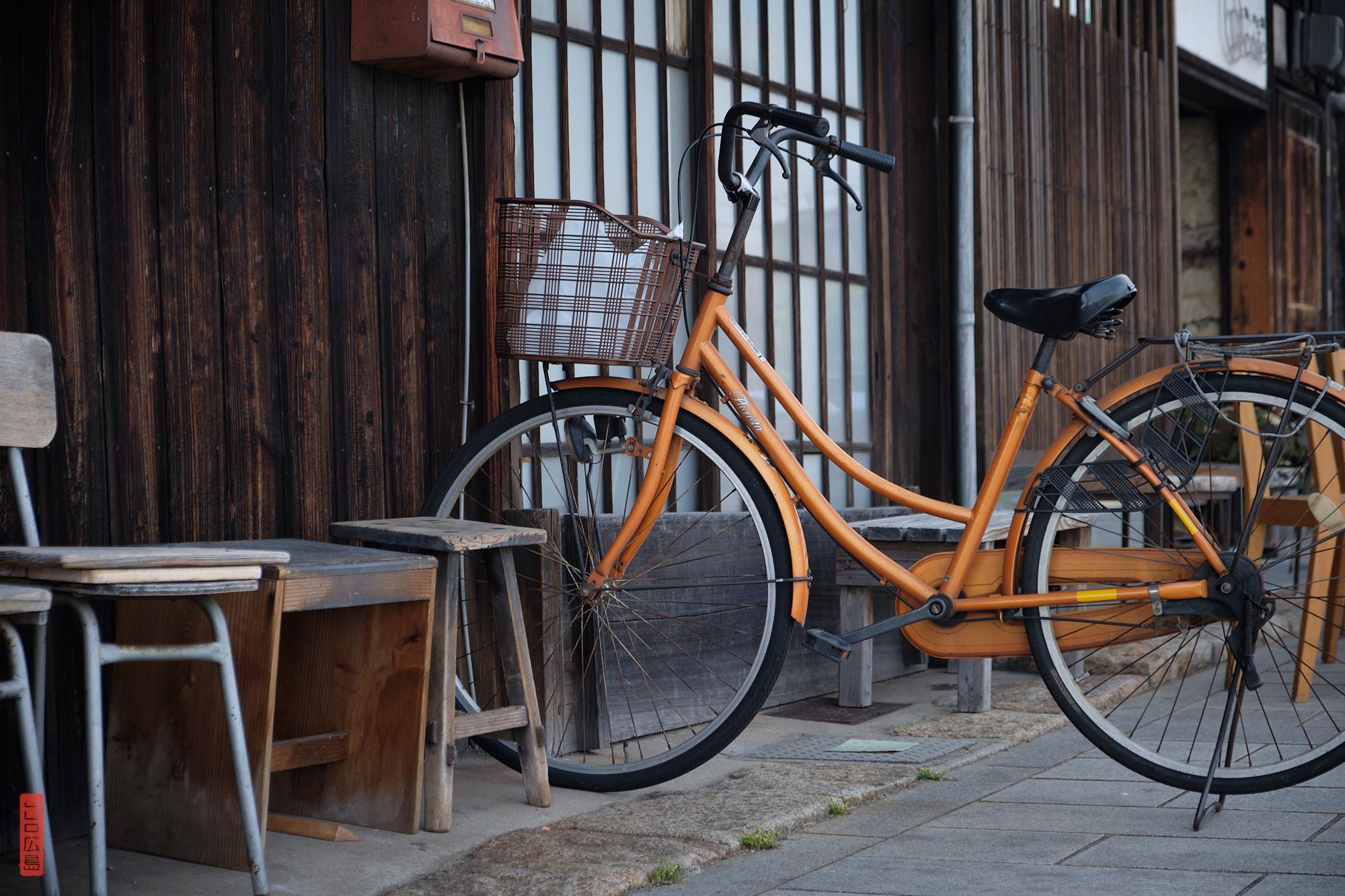 Vieux vélo sur le port de Tomo-no-Ura