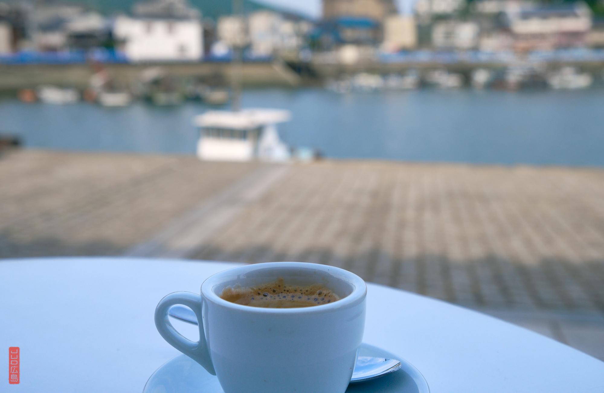 Café sur le port de Tomo-no-Ura