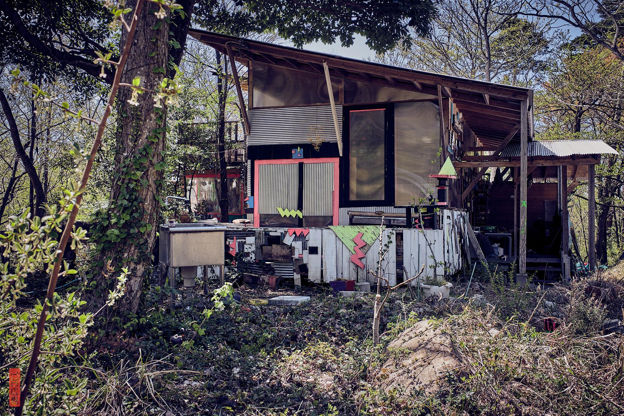 une cabane dans la forêt au Japon