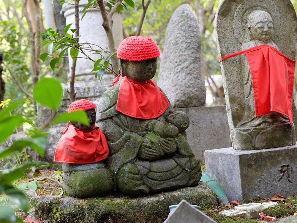 Statuettes Jizo à Mitaki