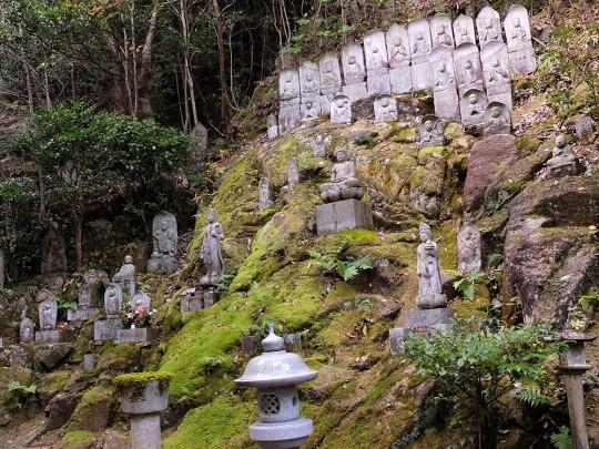 Statues bouddhistes à Mitaki