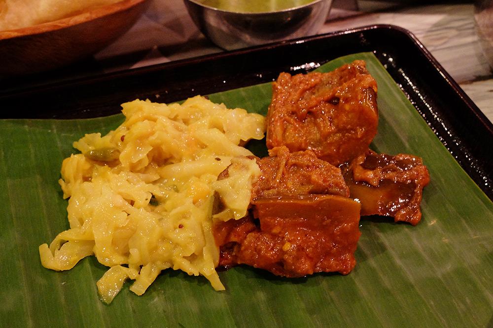 Papadum et sauce menthe, Muthus Curry, Singapour