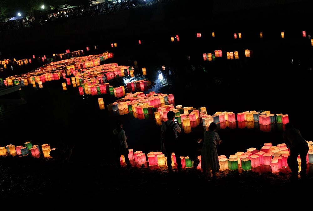 Lanternes sur la rivière Motoyasugawa, Hiroshima, 6 Août