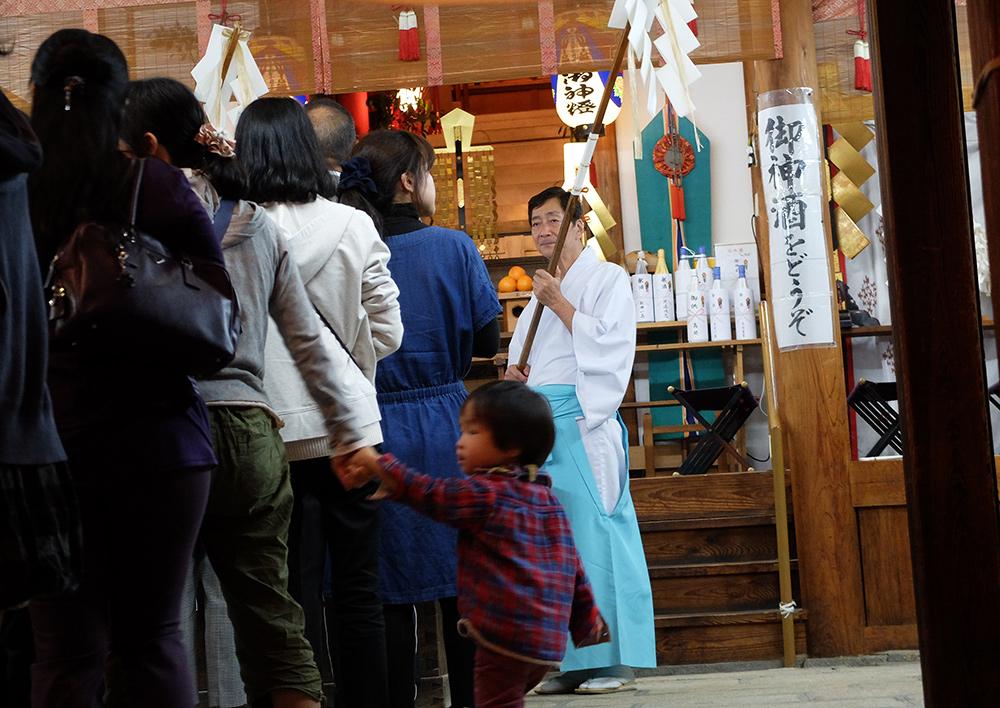 purification par prêtre de sanctuaire Shinto, Hiroshima, matsuri