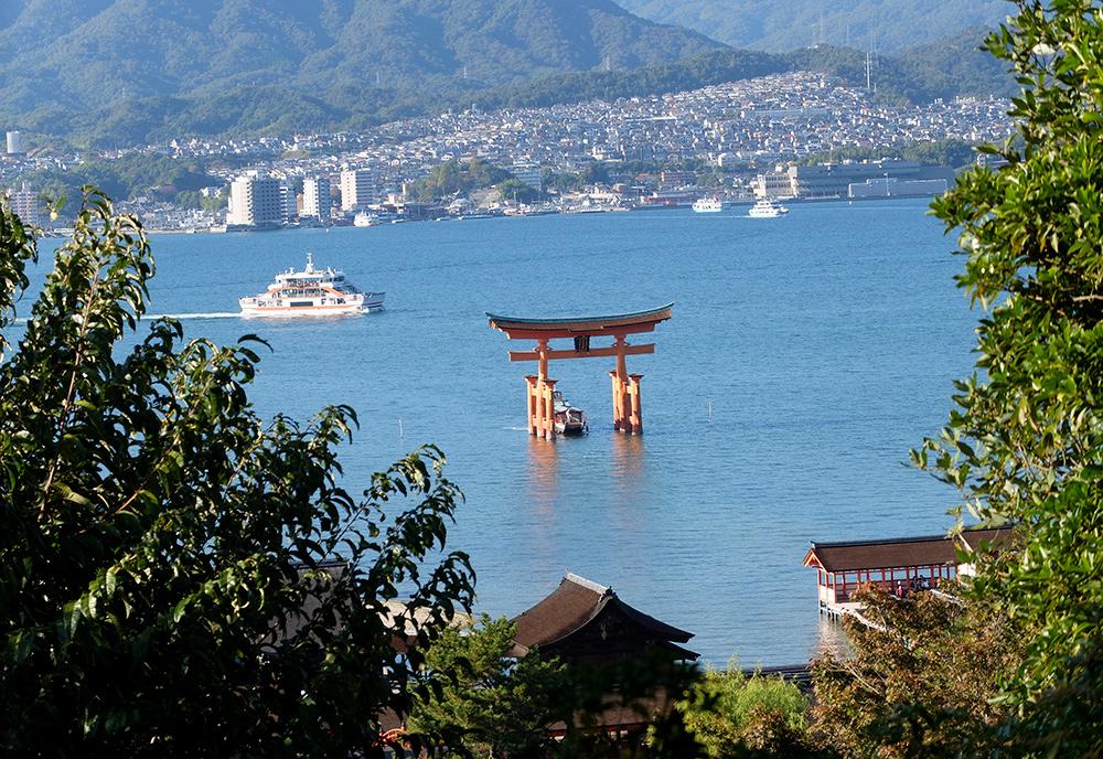 Le Torii vue depuis le chemin menant au Parc Momijidani