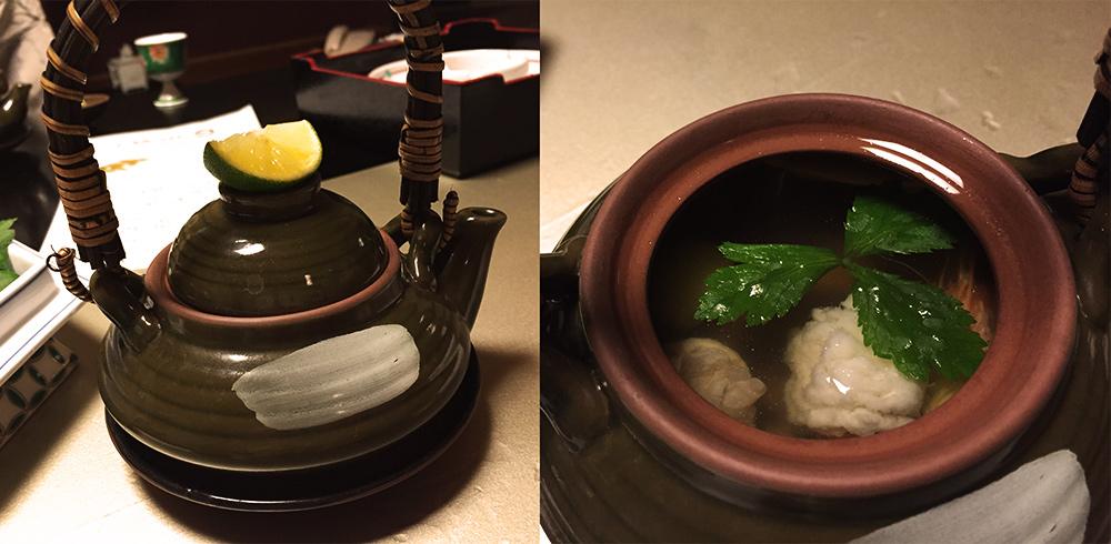 土瓶蒸しdobinmushi (plat vapeur servi dans une théière) : champignons matsutake, congre hamo, crevettes, noix de ginko nouvelles, mitsuba (herbe japonaise à 3 feuilles), cuisse de poulet, sur lequel on presse un sudachi (agrume japonais)