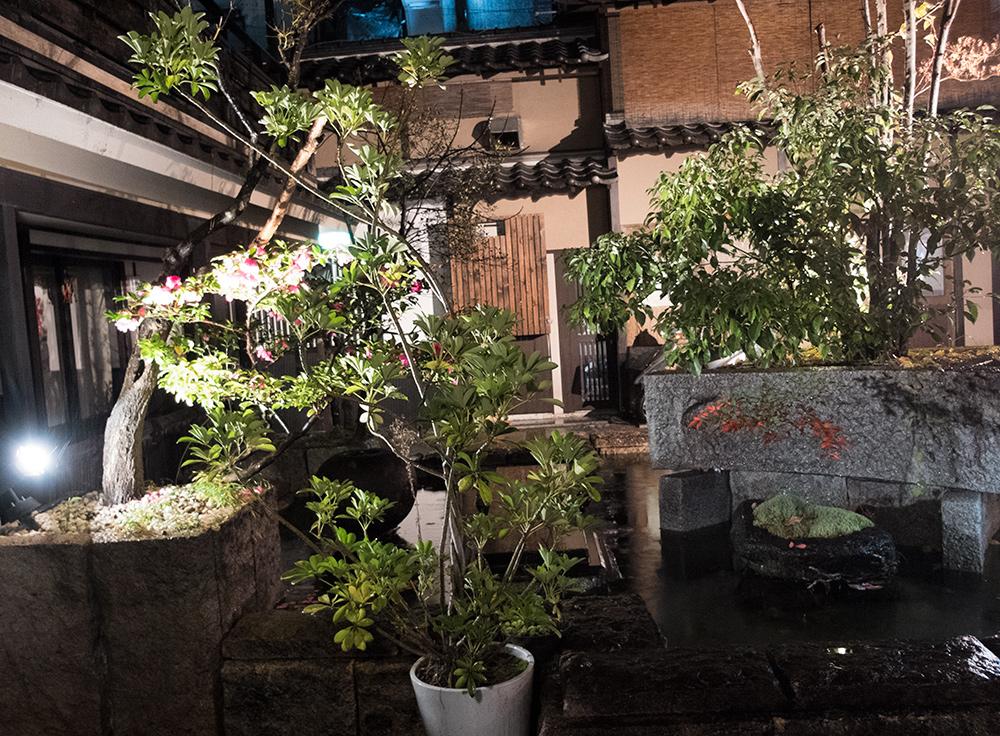 Jardin intérieur dans le quartier de Kyomoto-chō 清本町
