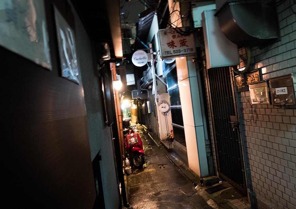 Petite ruelle dans le quartier de Kyomoto-chō, Kyoto