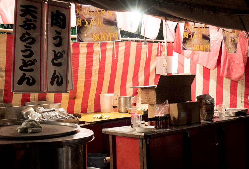 Cuisine d'un yatai, sanctuaire, matsuri, Japon